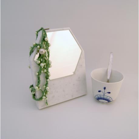 Spejlet Klint carrara marmor